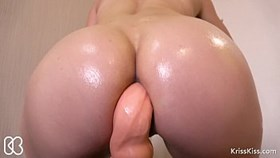 anal oil dildo fuck and huge squirt!