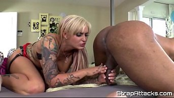 tattooed lady loves the scene pegging