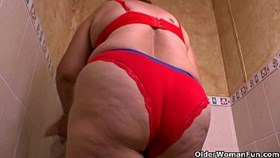 granny maribelamps cleaning turns into a masturbation fest