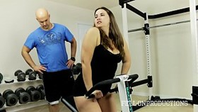 Entrenamiento Stepmom amp s Hot Wet Pussy in Gym