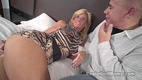 La rubia sexy MILF es follada por Black Cock en un video amateur interracial
