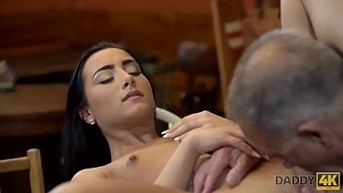 DADDY4K. Brunette Anna Rose cant resist charms of her bf