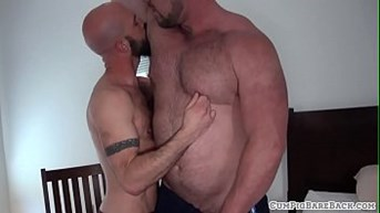 Bald hunk deepthroats bears fat dong