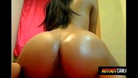 Latina-jouant-gode-anal-chatte-Hothotcam c
