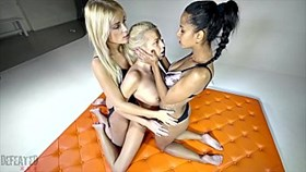 Humiliation forcée Lesbienne Catfight
