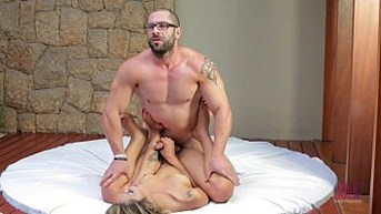 Muscled guy fucks and get fucked by a stunning shemale - jolieandfriends.com