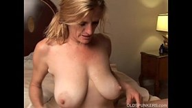 slutty older girl is a super hot fuck and likes facia